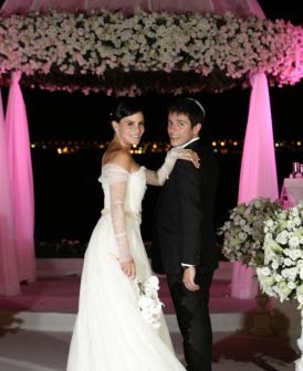 מתחתנים קרוב - רחוק