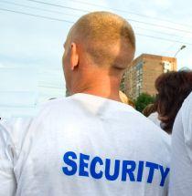 חשד: המאבטח השתמש בנשקו כדי להגן על עבריין