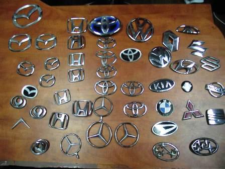 ילדים גנבו 44 סמלי מכוניות