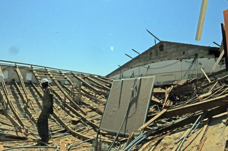 וידיאו ותמונות:  גג קרס בבית הספר 'אלמוג'