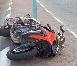 רוכב אופנוע נפצע קשה