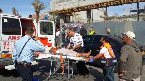 פצועים בקריסת גג ברחוב ירושלים השלמה
