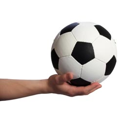 משחק כדורגל? דחיפות, יריקות ומעצרים-בני אילת 1 (1)   מכבי שעריים 2 (0)