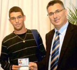יצחק רבין קיבל אזרחות ישראלית