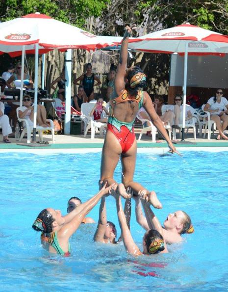 שחייה צורנית-כשהרוסיות נחתנו בבריכה העירונית