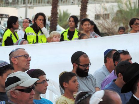 הדרת נשים בעצרת לשחרור החטופים
