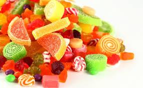 גנבה 110 אלף שקלים והסבירה: ''כדי לקנות ממתקים לילד''