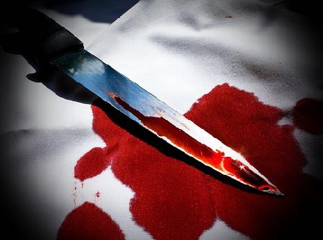 כתב אישום: דקרה את בן זוגה והעלימה את כתמי הדם
