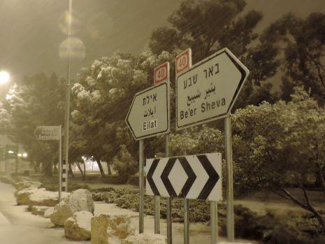 וידיאו ותמונות: השלג חסם את הדרך לאילת