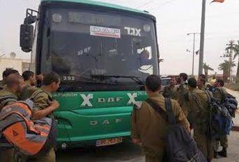 חיילי בסיס שיזפון הופקרו בתחנת האוטובוס