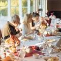 המכה האחת עשרה - איך לעבור את החג עם המשפחה המורחבת ולצאת מזה בשלום?
