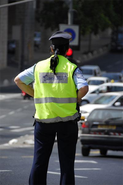 קרע לשוטרים את המדים