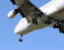 פקחי הטיסה: שדה התעופה ב'עובדה' מסוכן – נשבית את הטיסות