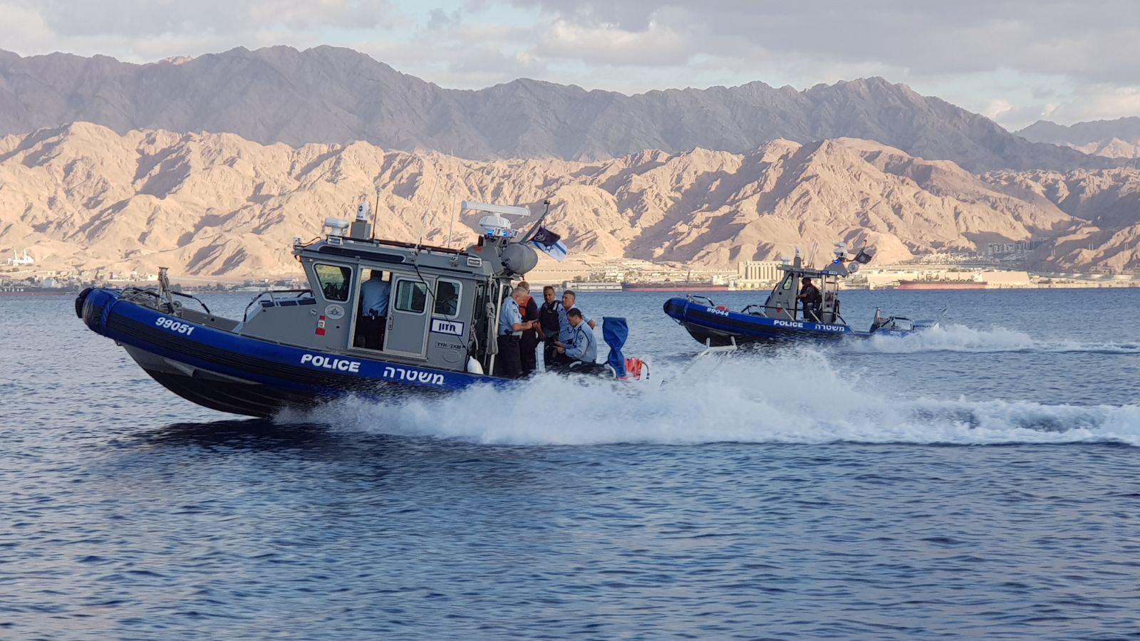שוטרי השיטור הימי באילת חילצו 7 בני-אדם שסירתם התהפכה במפרץ אילת