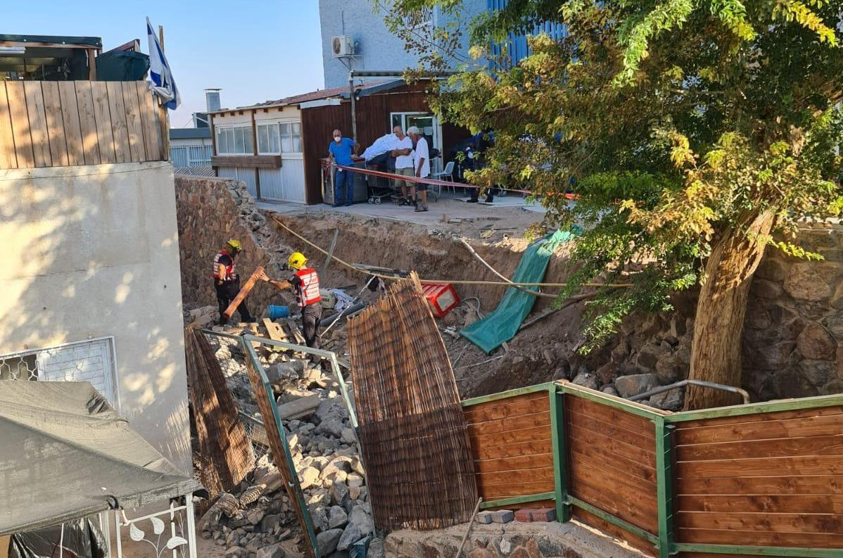 קריסת קיר תומך בשכונת מגורים בעיר אילת