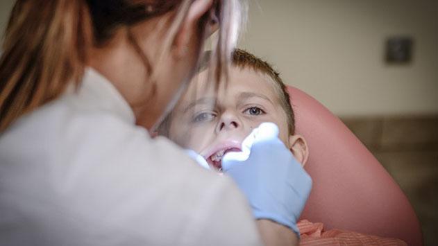 הכוונה לבחירת רופאת שיניים לילדים בפעם הראשונה