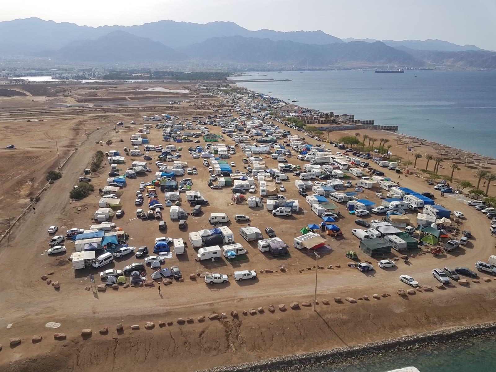 עיריית אילת מזהירה: אסורה לינה בשטחים פתוחים ועל חוף הים
