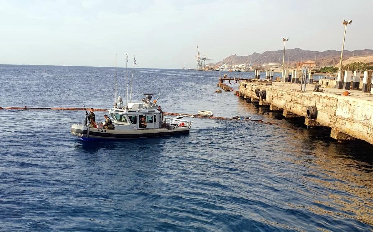 מחדל: עשרות ליטר שמן נשפכו למפרץ אילת מספינת חיל הים