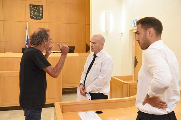 מוכר הסיגריות בראיון ראשון לאחר השחרור ממעצר השווא
