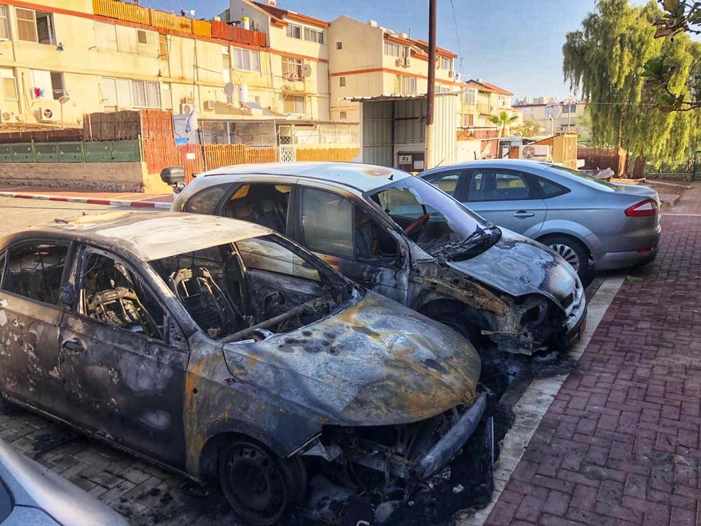 כיצד עלו באש שורת רכבים באילת?