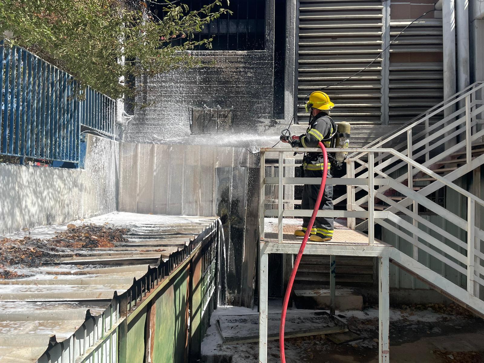 צפו: שריפה בבית הספר גולדווטר באילת