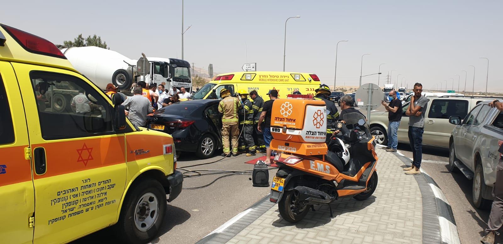 פצועה בינוני ו-4 קל בתאונה בכניסה לאילת