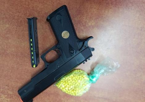 שני קטינים ירו במורה בשטח בית ספר
