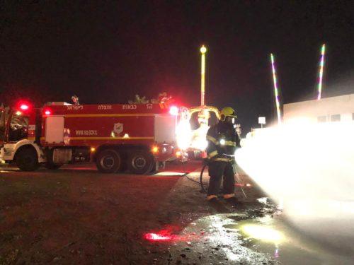 צוותי כיבוי מטפלים באירוע חומ''ס באזור הטיילת באילת, אדם נפגע קל