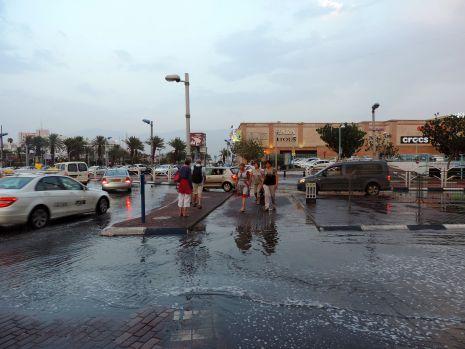 וידיאו: מה עושה לאילת מ''מ אחד של גשם?