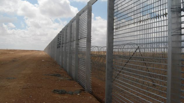 נגע בגדר הגבול ובנס לא נורה