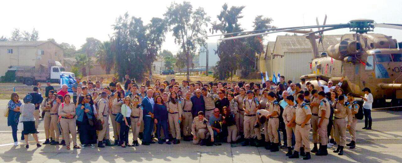 שוחרי 'פלדה כחולה' ביקרו בחיל האוויר
