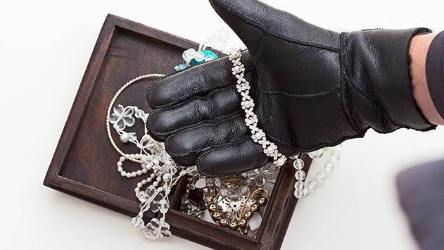 גנבו טבעת נישואין  ותכשיטים בעלי ערך רגשי