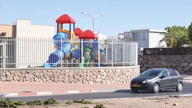 אנשי חינוך בתחום החינוך המיוחד בעיר: ''גן השעשועים החדש שהוקם בבית הספר החדש לחינוך מיוחד קרוב מדי לכביש''