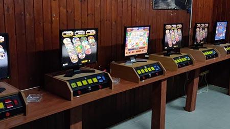 המשטרה סגרה 10 בתי  עסק ששימשו להימורים