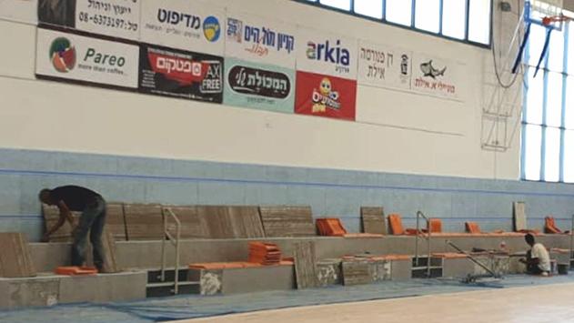 פיצוץ צינור מים תת קרקעי השבית את אולם הספורט של 'גולדווטר'