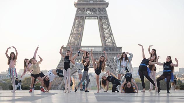 שרית קפון ורקדניותיה כבשו את פריז