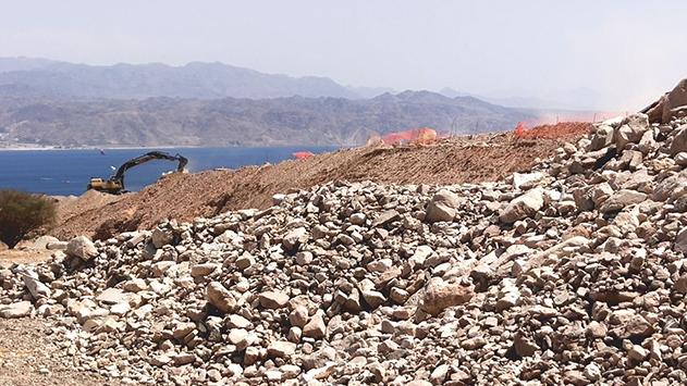 תלונה: עפר נזרק לוואדי שחמון - ''בשיטפון הבא כל העיר תחסם''