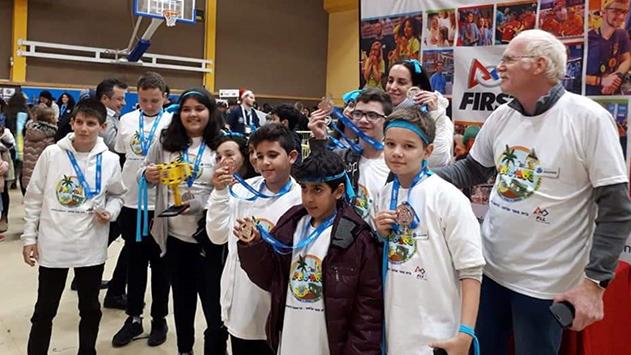 תלמידי אלמוג זכו  בתחרות הרובוטיקה