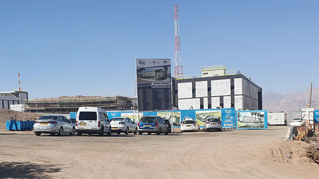 אילן ברגמן מאשים את משטרת  ישראל כי מתחת לאפה מועסקים בבניית התחנה החדשה עבריינים מורשעים