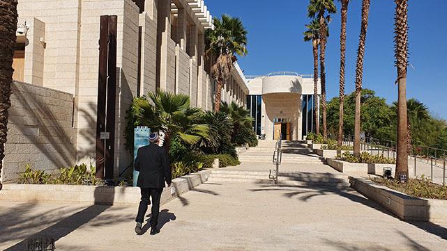 צמצום מספר הטיסות לאילת  הוביל לדחיית דיונים בבית  המשפט השלום בעיר
