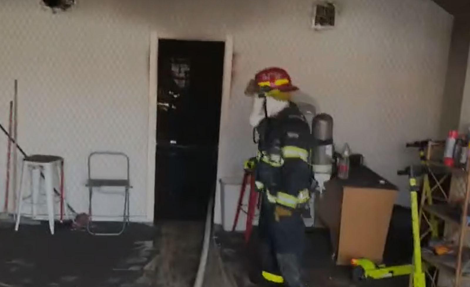 חמישה צוותי כיבוי פועלים כעת בשריפה שפרצה במבנה תעשייה ברחוב התבונה באילת