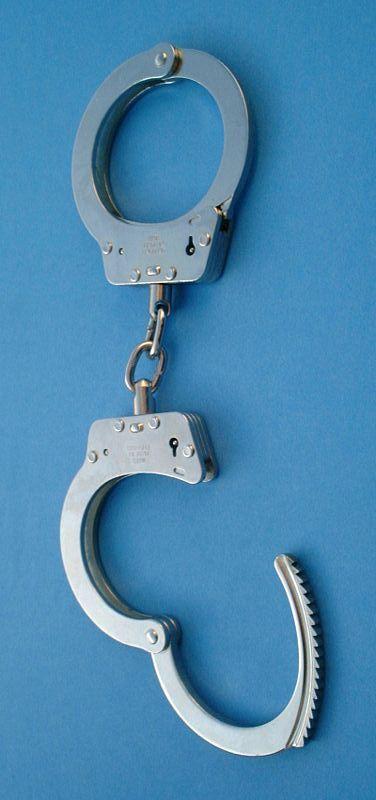 נשלח למעצר בית ונתפס במסעדה