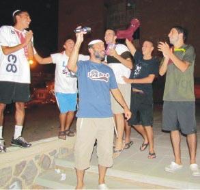 עשרות צעירים הפגינו מול הקונסוליה המצרית