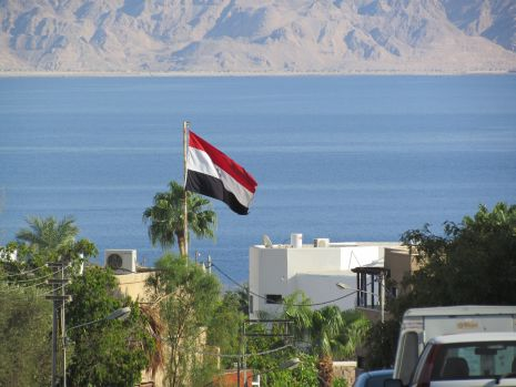 שוב: הפגנה סוערת מול הקונסוליה המצרית