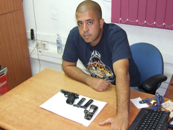 מתנדב במשטרה איתר חשוד בגניבת האקדח