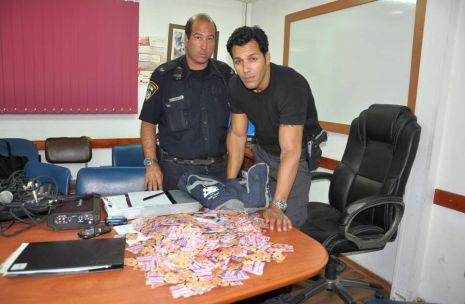 המשטרה לכדה חשוד בהפצת כרטיסי ביקור של זונות