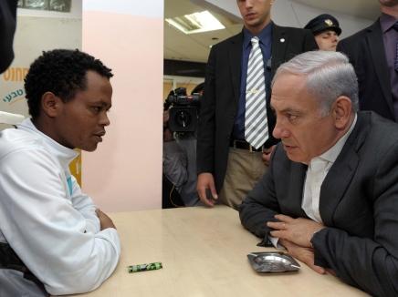 ראש הממשלה נפגש עם מסתננים בשכונת יעלים