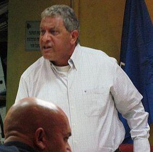 וידיאו: ראש העירייה הפסיק הדיון בנושא המסתננים
