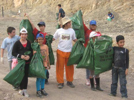 500 שקיות מלאות באשפה הוצאו מנחל גרוף