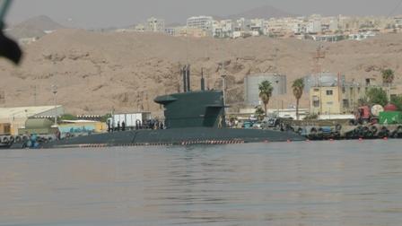 צוללת הולנדית עגנה בבסיס חיל הים